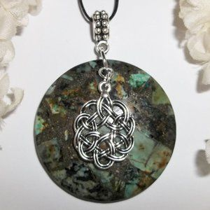 Celtic Knot Necklace with Green Gemstone NWT 5315
